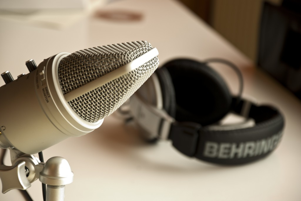 podcast-headphones-microphone