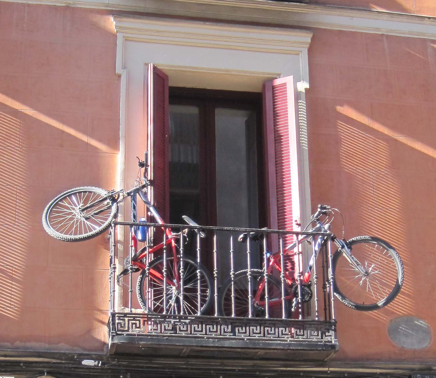 bikes_balcony_madrid2